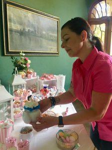 Zeitromantiker stellt Deko auf die Candybar